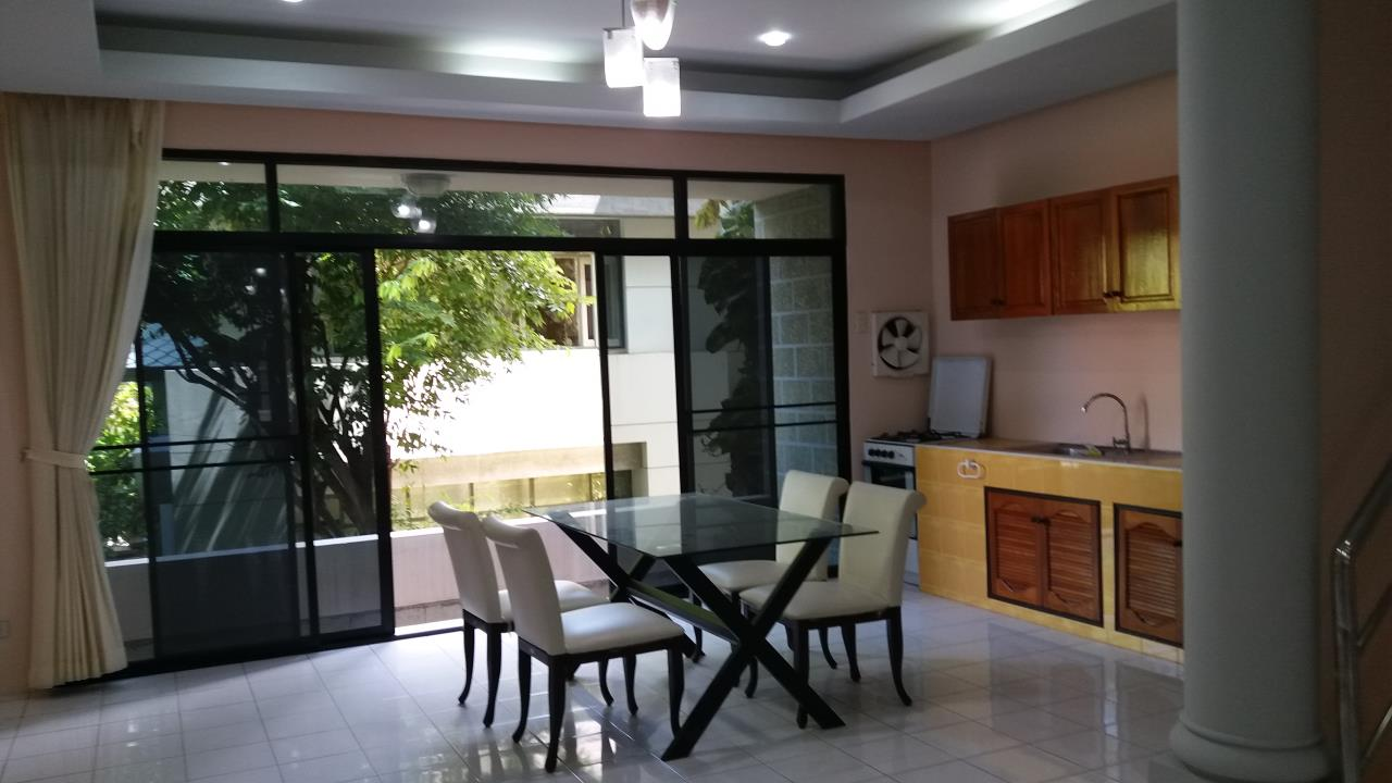 Agent - Ratana Chatthinawat  Agency's Four - bedroom Townhouse  in soi sukhumvit  for rent 65,000/month 14
