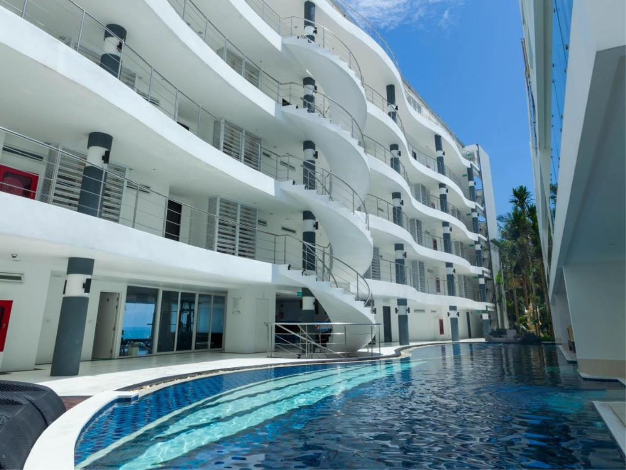 REAL Phuket  Agency's Sunset Plaza - Superb 4-Bedroom Sea View Penthouse in Karon 3