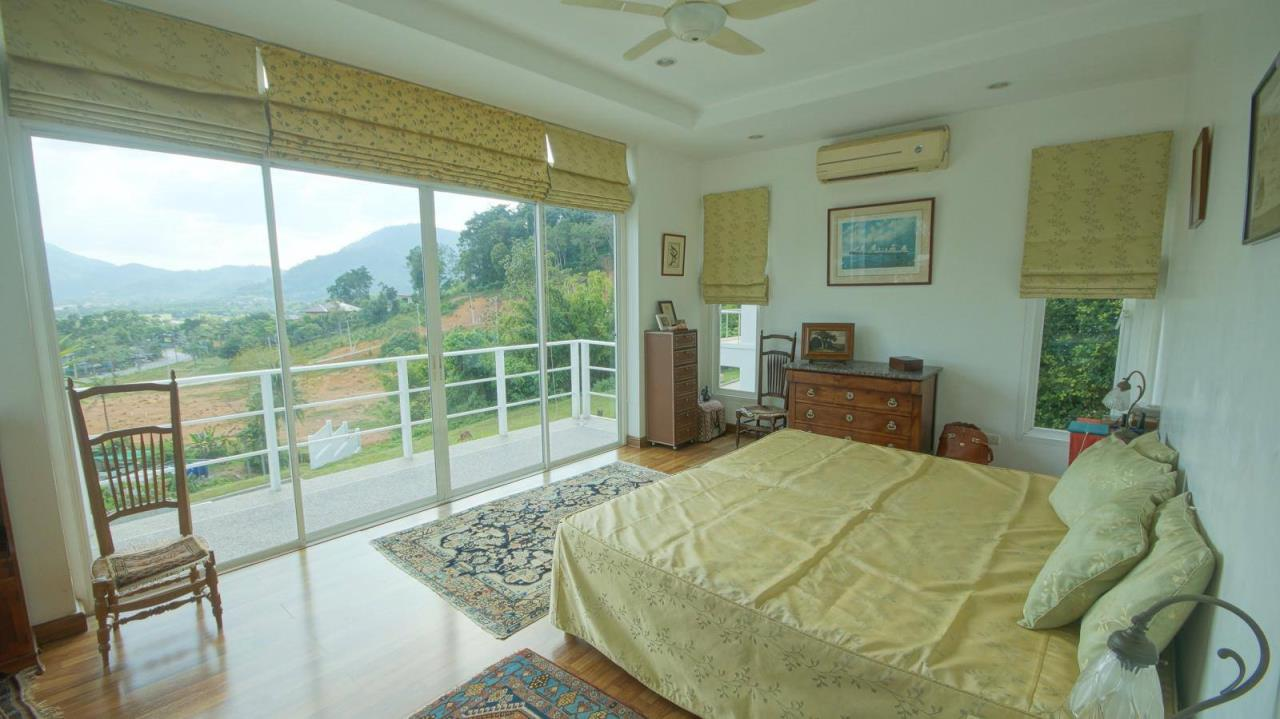 REAL Phuket  Agency's Botan Golf View - Modern 4-Bedroom Villa near Loch Palm Golf Course 4
