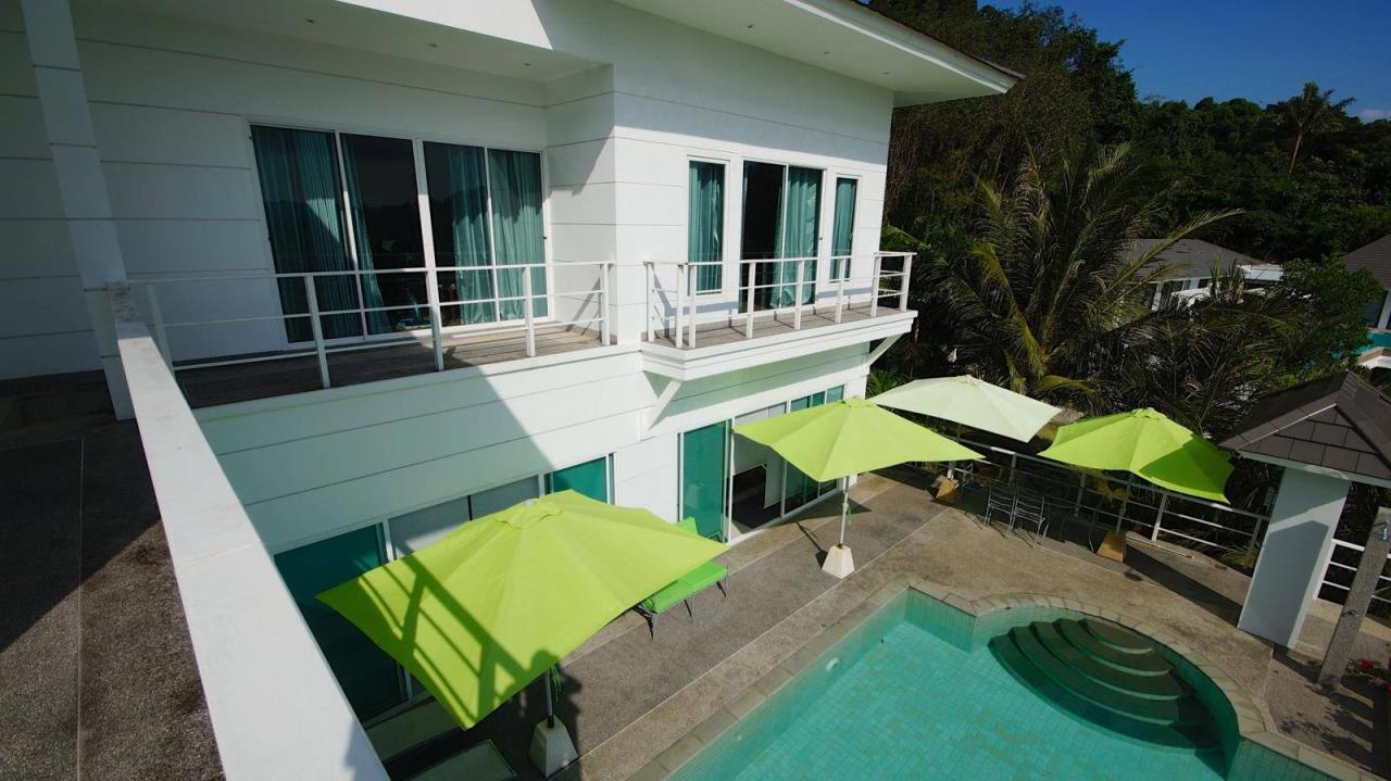 REAL Phuket  Agency's Botan Golf View - Modern 4-Bedroom Villa near Loch Palm Golf Course 6