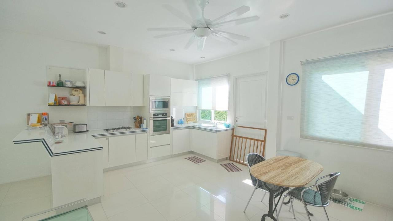 REAL Phuket  Agency's Botan Golf View - Modern 4-Bedroom Villa near Loch Palm Golf Course 21
