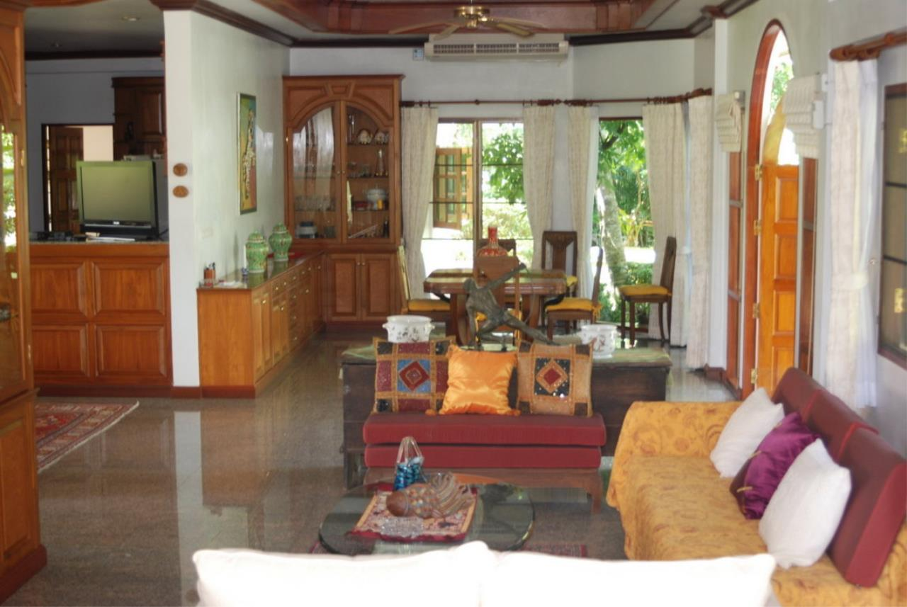 REAL Phuket  Agency's Tamata House - Luxurious 5-Bedroom Pool Villa in Great Condition 9