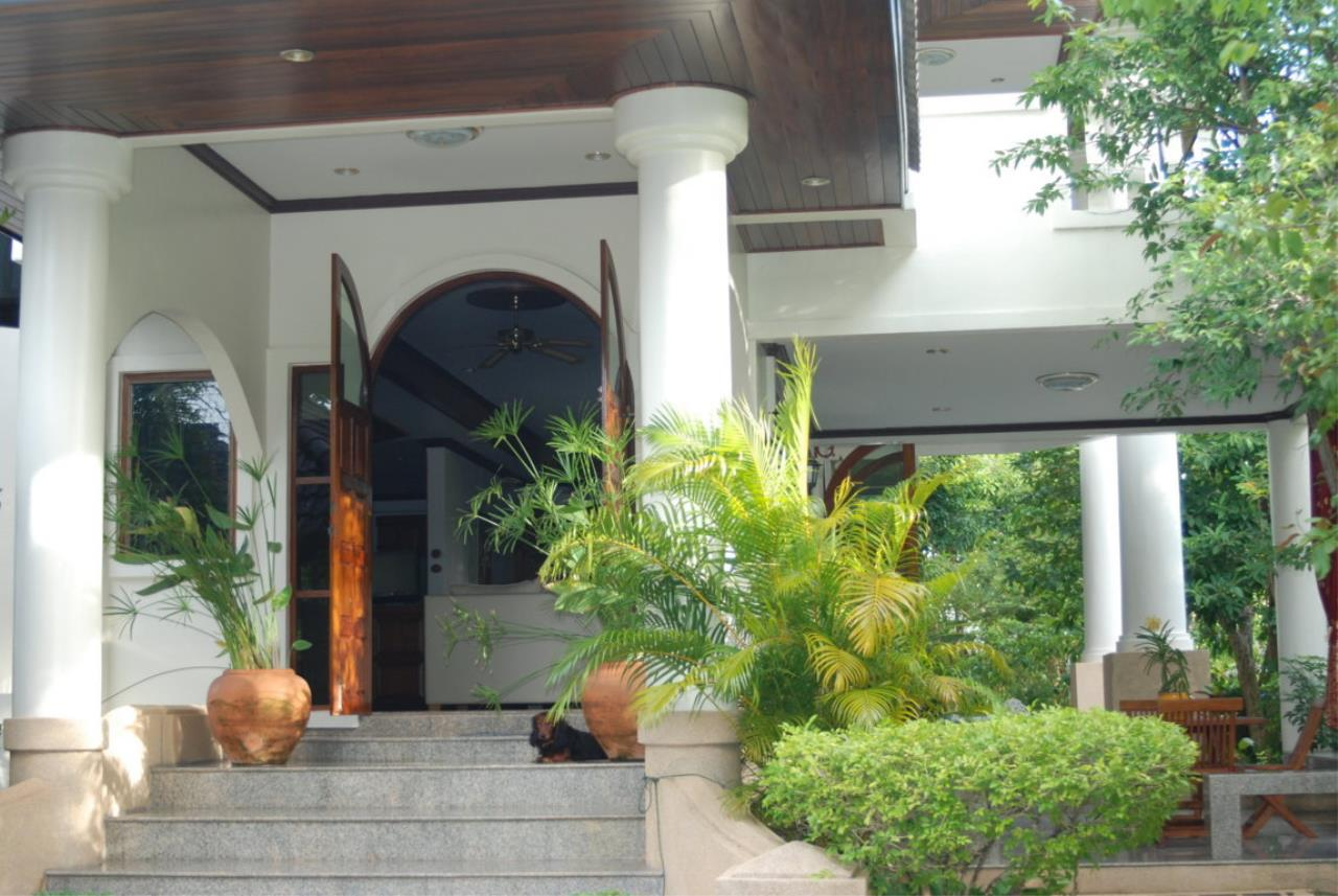 REAL Phuket  Agency's Tamata House - Luxurious 5-Bedroom Pool Villa in Great Condition 14