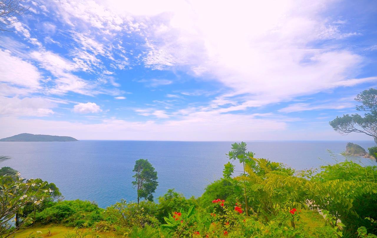 REAL Phuket  Agency's Samsara Estate - Contemporary 6-Bedroom Oceanfront Villa 35