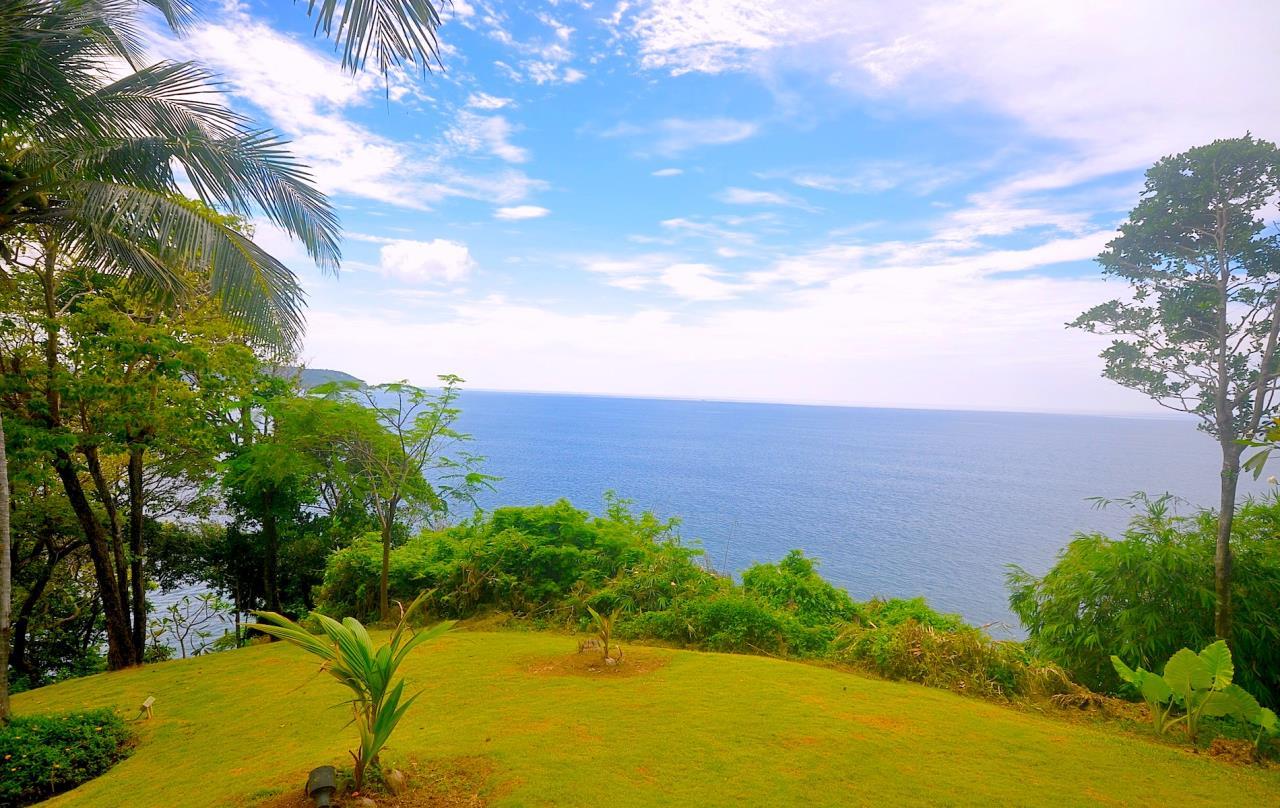 REAL Phuket  Agency's Samsara Estate - Contemporary 6-Bedroom Oceanfront Villa 37