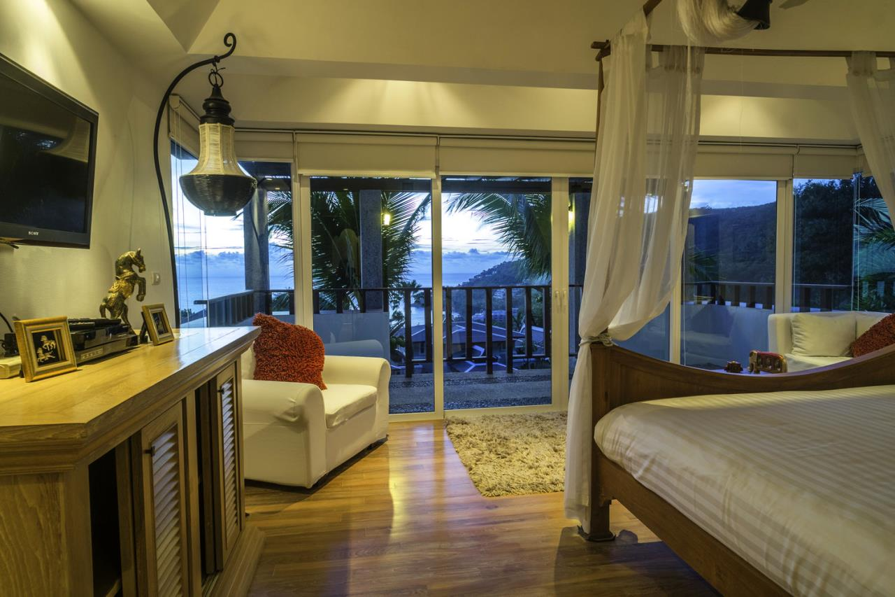 REAL Phuket  Agency's Villa Thai Sawan - Outstanding 7-Bedroom Villa overlooking Patong Bay 11