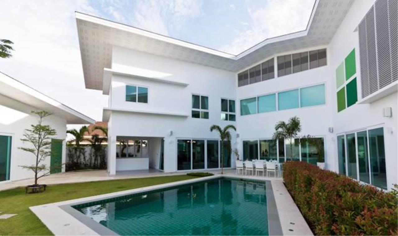 REAL Phuket  Agency's Villa Verde - Modern 5-Bedroom Pool Villa in Rawai 1