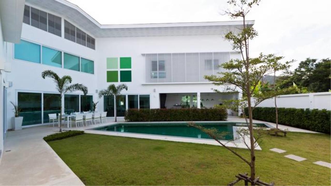 REAL Phuket  Agency's Villa Verde - Modern 5-Bedroom Pool Villa in Rawai 9