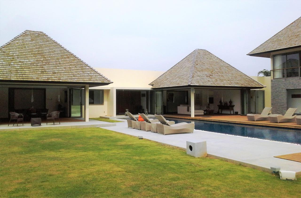 REAL Phuket  Agency's Layan Hills Estate - Superb Modern 5-Bedroom Pool Villa in Cherngtalay 3