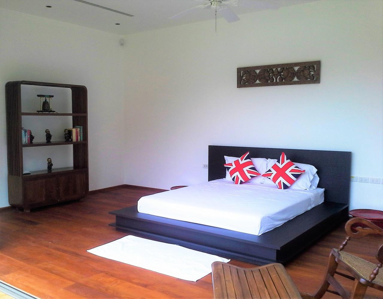 REAL Phuket  Agency's Layan Hills Estate - Superb Modern 5-Bedroom Pool Villa in Cherngtalay 6