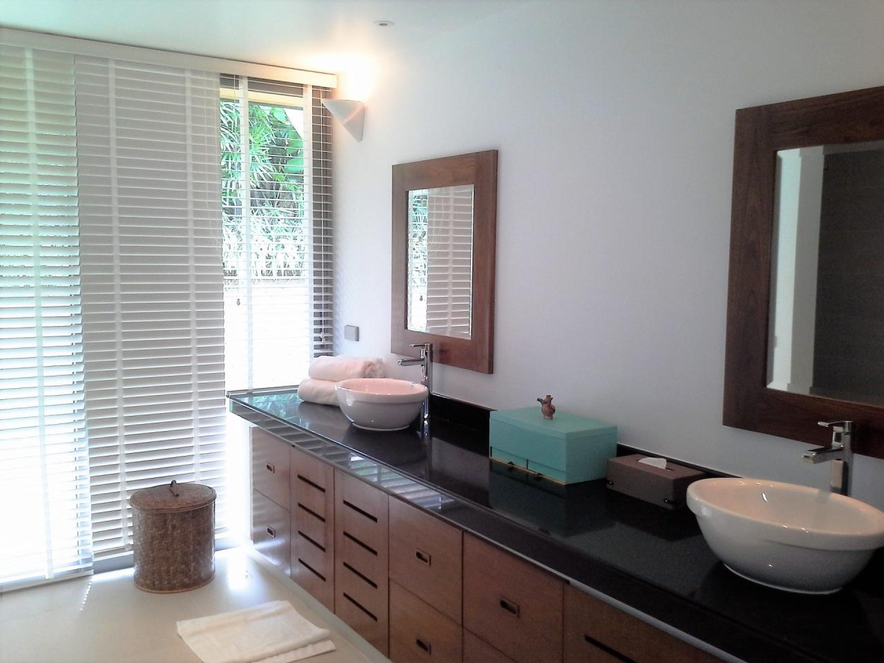 REAL Phuket  Agency's Layan Hills Estate - Superb Modern 5-Bedroom Pool Villa in Cherngtalay 7
