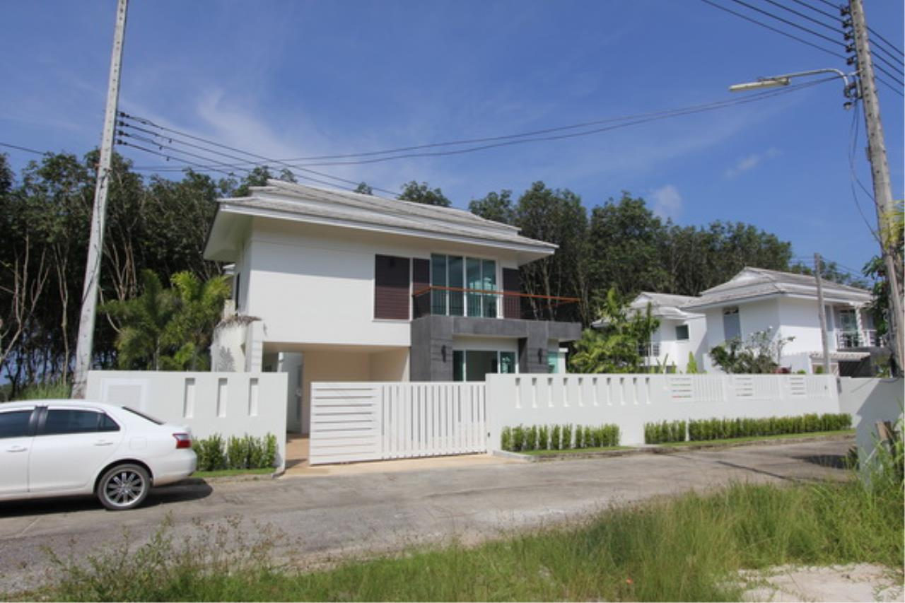 REAL Phuket  Agency's Elegant 3-Bedroom Pool Villa in Pasak 8