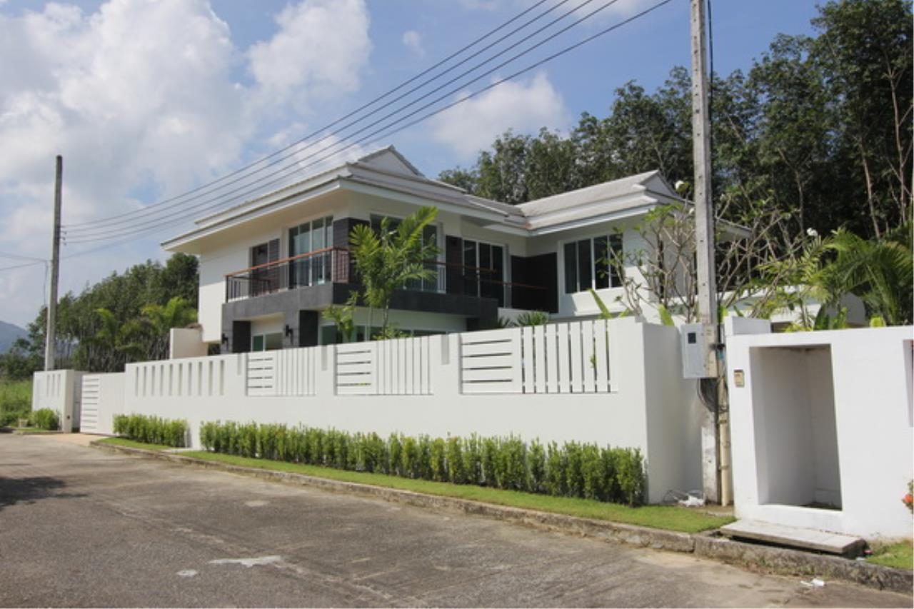 REAL Phuket  Agency's Elegant 3-Bedroom Pool Villa in Pasak 10