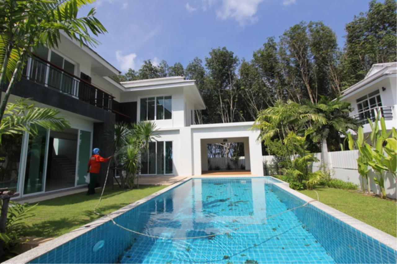 REAL Phuket  Agency's Elegant 3-Bedroom Pool Villa in Pasak 15