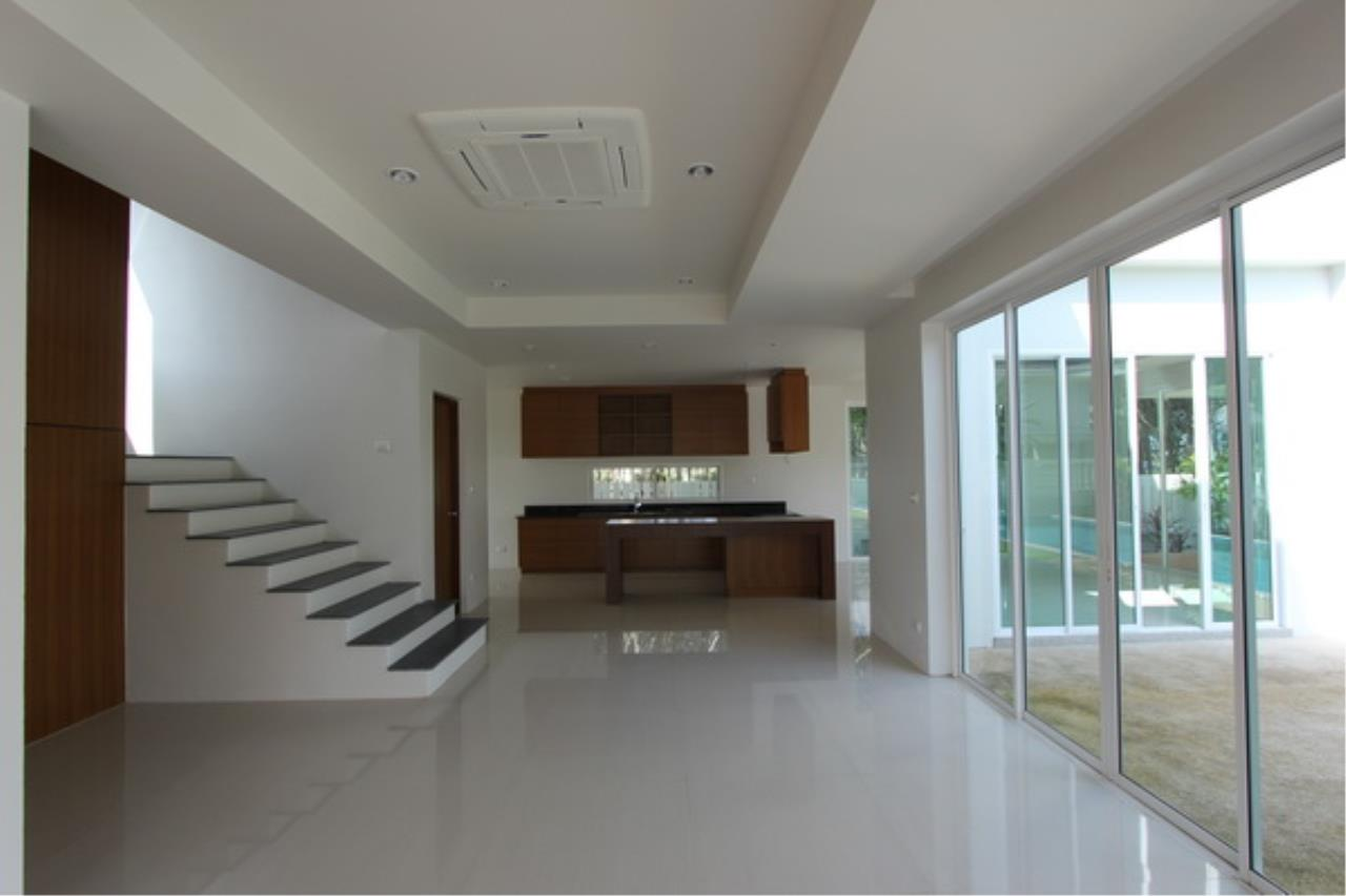 REAL Phuket  Agency's Elegant 3-Bedroom Pool Villa in Pasak 16