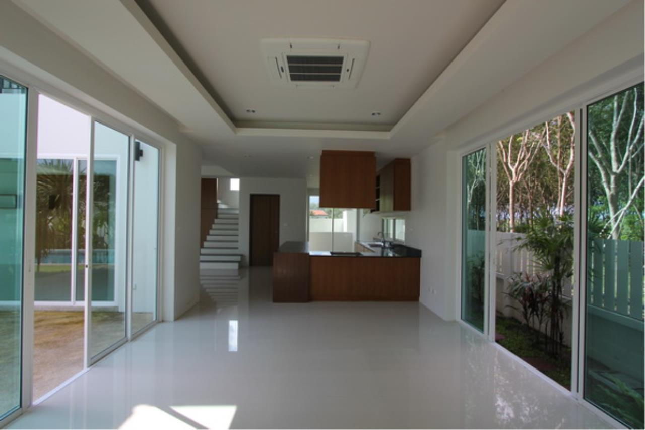 REAL Phuket  Agency's Elegant 3-Bedroom Pool Villa in Pasak 17