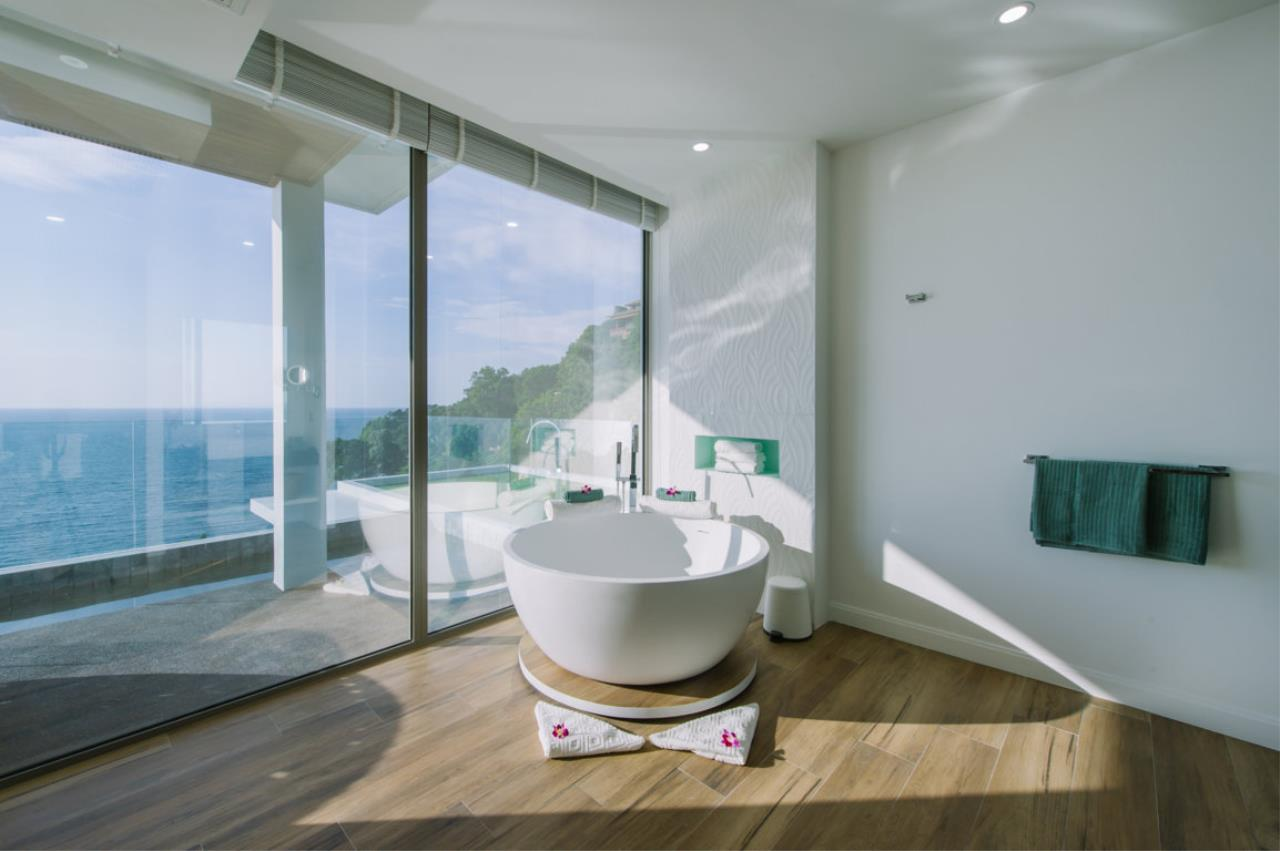 REAL Phuket  Agency's Villa Silver Moon - Stunning 6-Bedroom Ocean View Villa at Cape Amarin 10