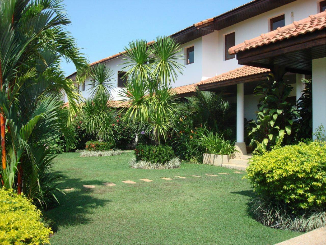 REAL Phuket  Agency's Mission Hills - Outstanding 5-Bedroom Pool & Golf Villa 4