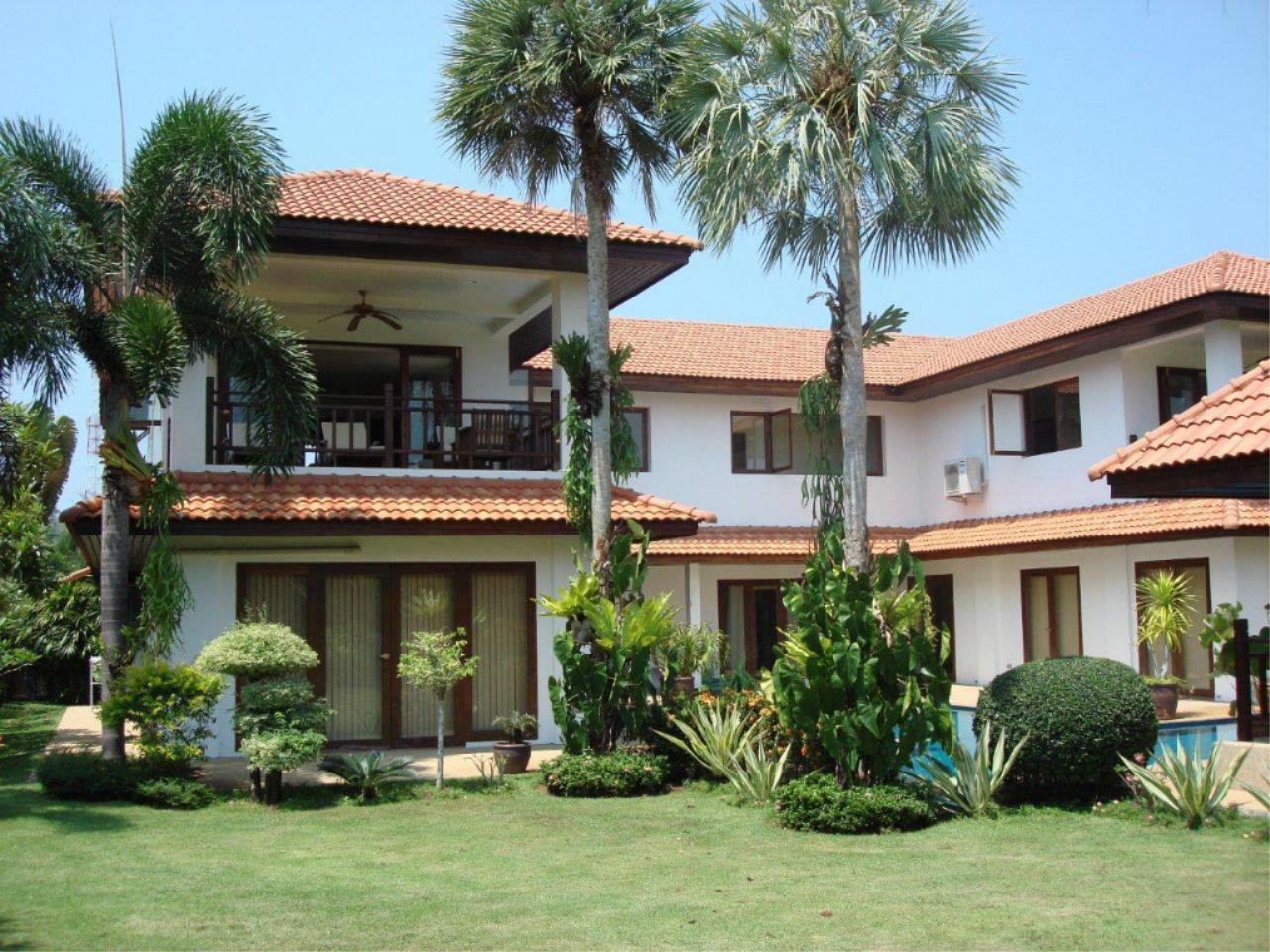 REAL Phuket  Agency's Mission Hills - Outstanding 5-Bedroom Pool & Golf Villa 6