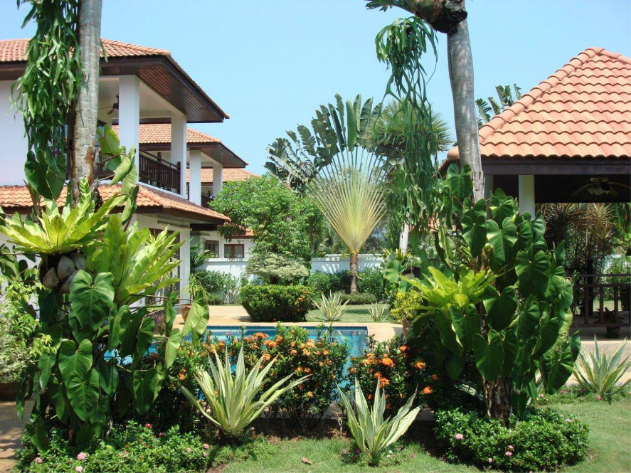 REAL Phuket  Agency's Mission Hills - Outstanding 5-Bedroom Pool & Golf Villa 9