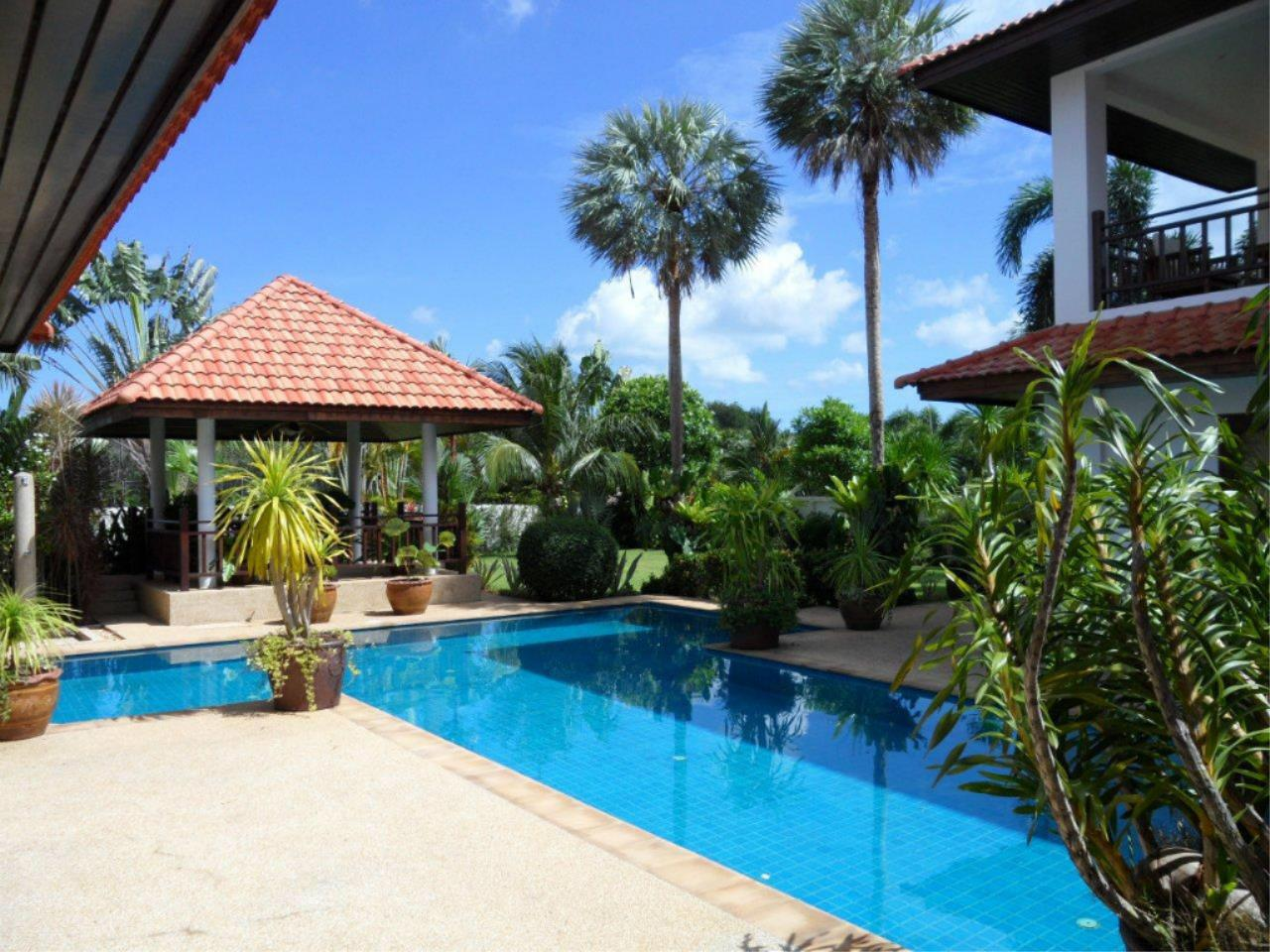 REAL Phuket  Agency's Mission Hills - Outstanding 5-Bedroom Pool & Golf Villa 10
