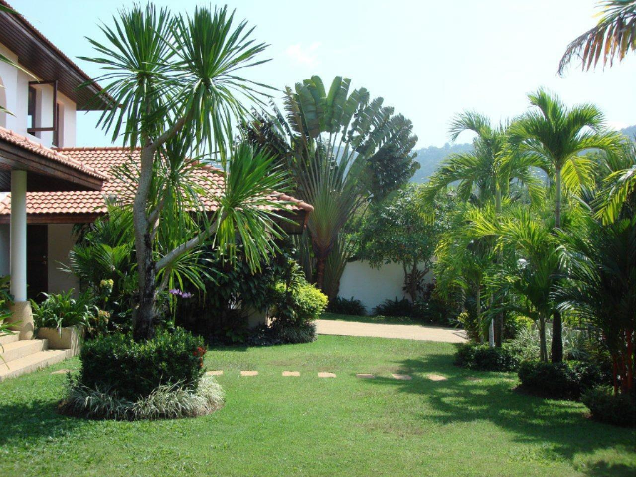 REAL Phuket  Agency's Mission Hills - Outstanding 5-Bedroom Pool & Golf Villa 15