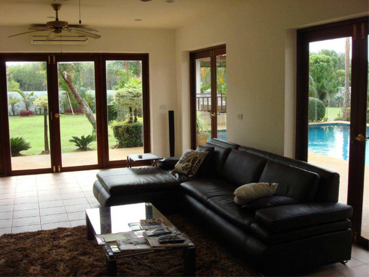 REAL Phuket  Agency's Mission Hills - Outstanding 5-Bedroom Pool & Golf Villa 16