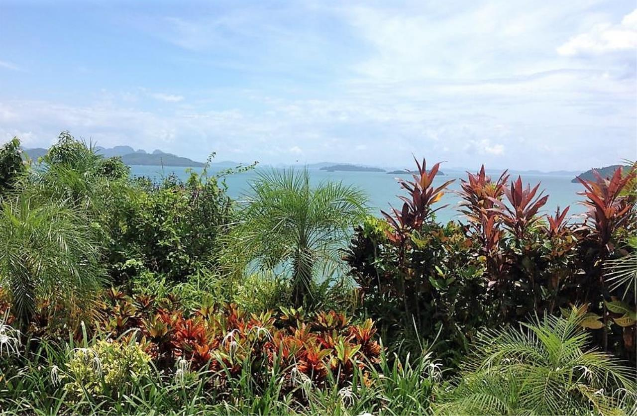 Real Phuket  Agency's Laem Sai - Outstanding 6-Bedroom Villa with Stunning Views across Phang Nga Bay 4