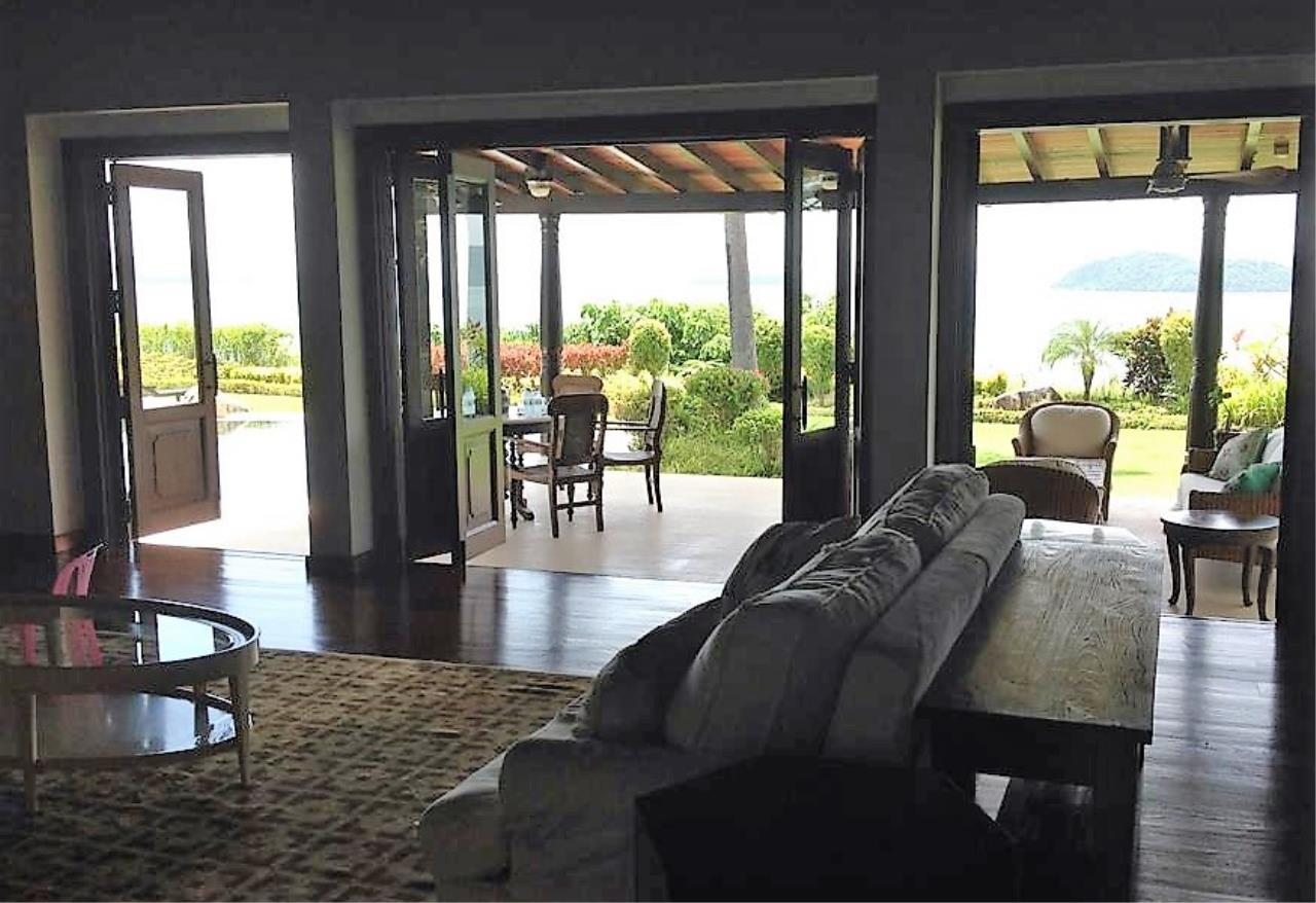 Real Phuket  Agency's Laem Sai - Outstanding 6-Bedroom Villa with Stunning Views across Phang Nga Bay 8