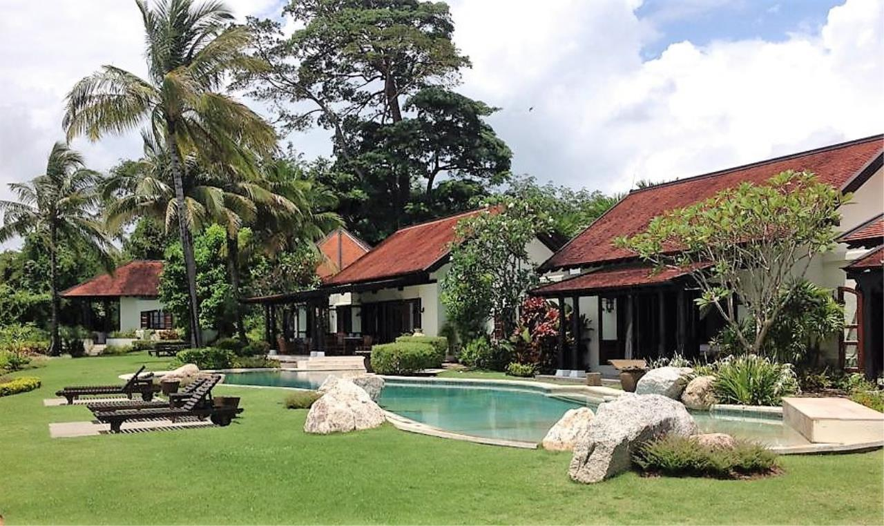 Real Phuket  Agency's Laem Sai - Outstanding 6-Bedroom Villa with Stunning Views across Phang Nga Bay 1