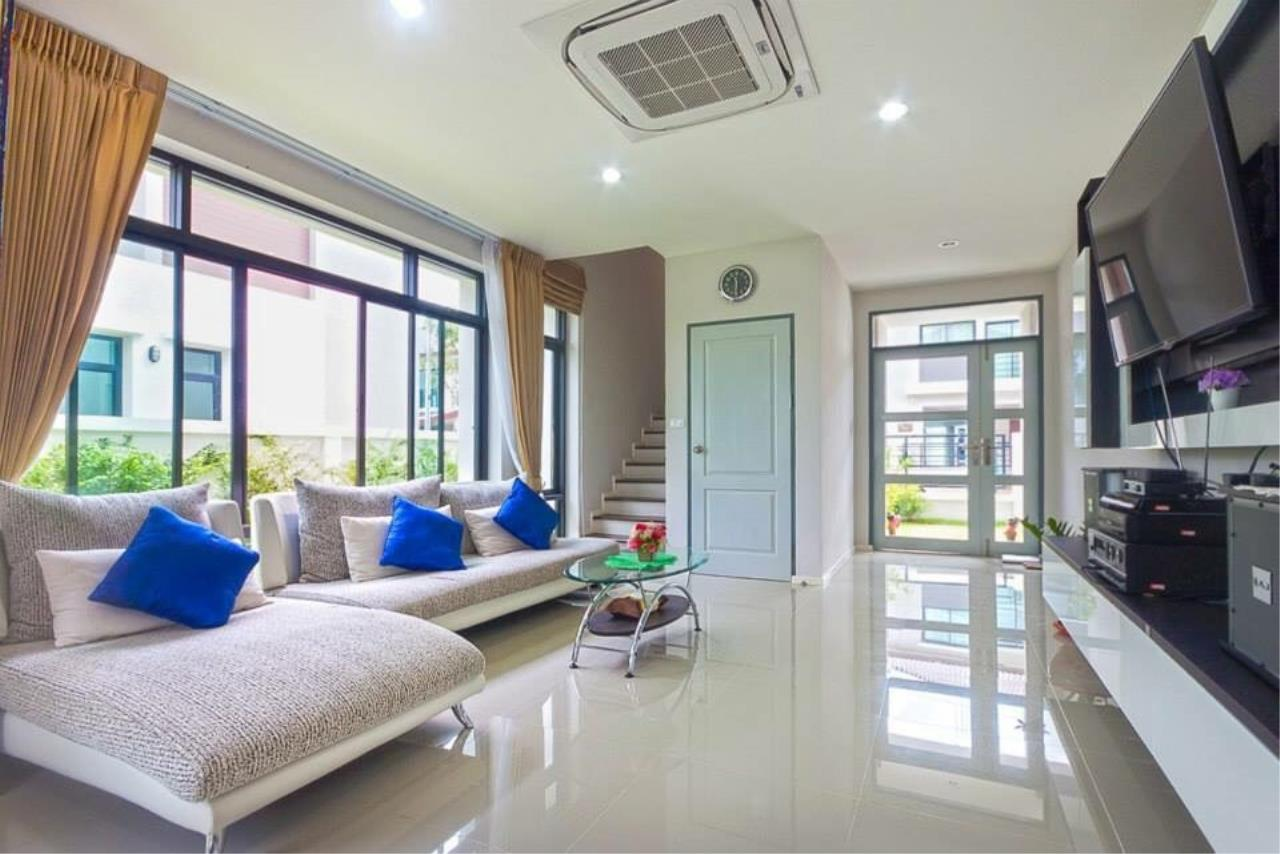 REAL Phuket  Agency's Sabai Village - Modern 4-Bedroom Detached House in Kathu 11