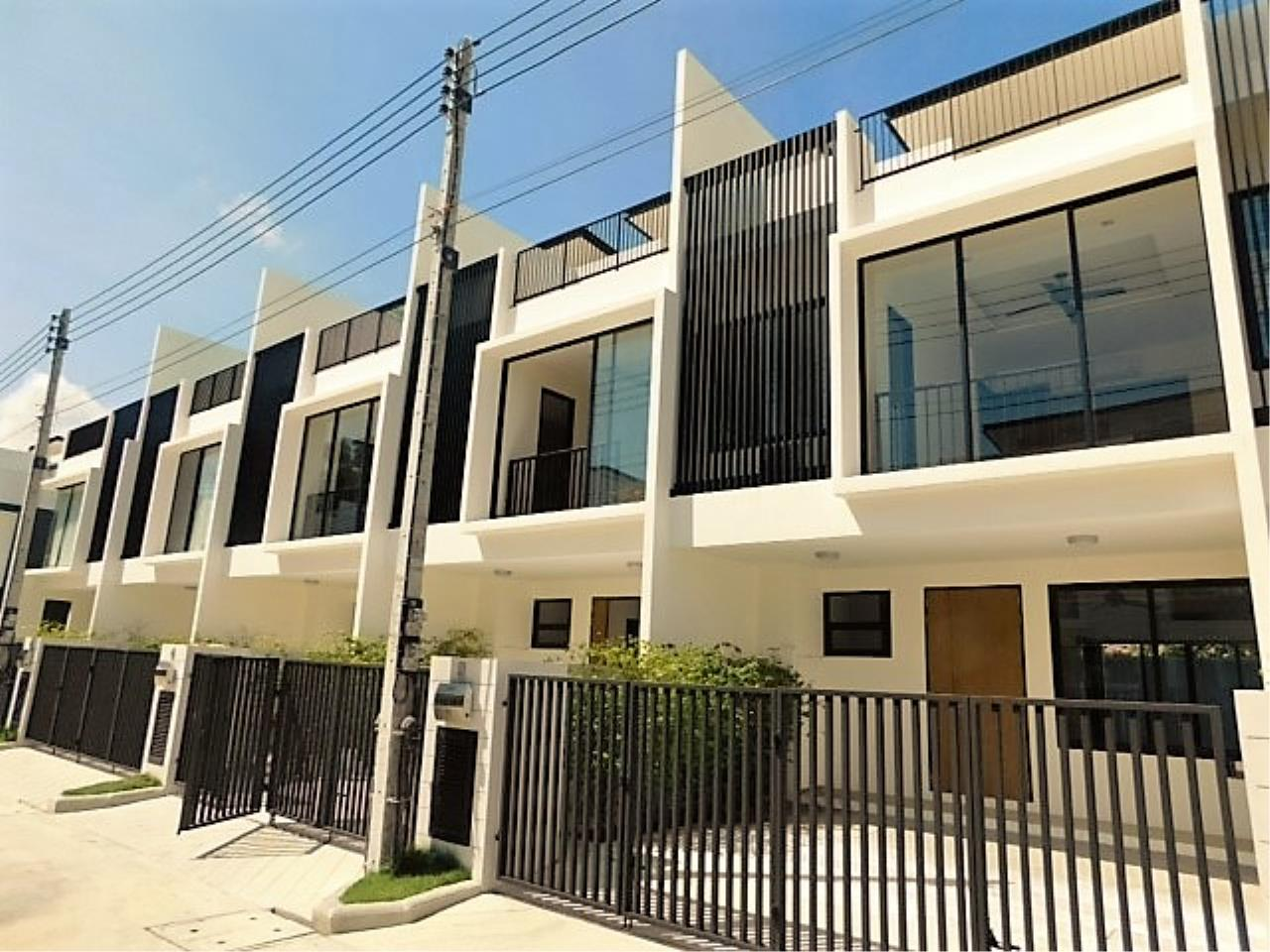 REAL Phuket  Agency's DISCOUNTED!  Laguna Park - 3-Storey Town Home for Sale 1