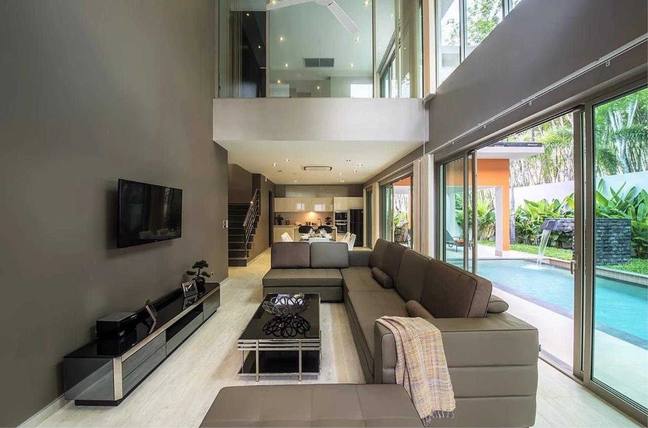 REAL Phuket  Agency's Modern 3-Bedroom Twin Pool Villa in Cherngtalay 7