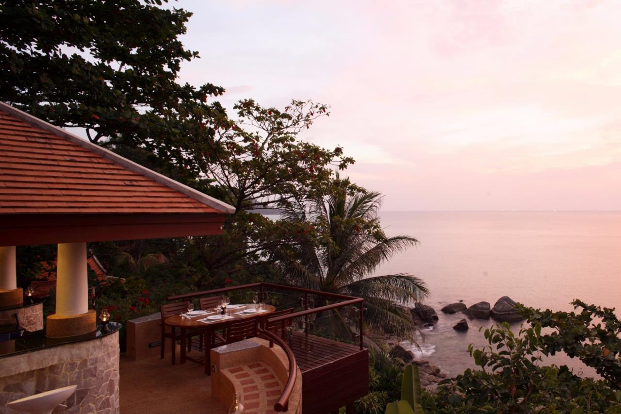 REAL Phuket  Agency's Baan Kata - Impressive 4-Bedroom Oceanfront Villa near Kata Beach 7