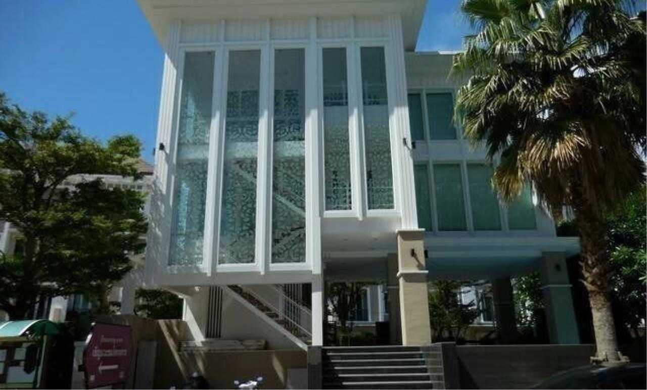 m2 Property Advisors Agency's Bann Klang Krung Sathorn  1