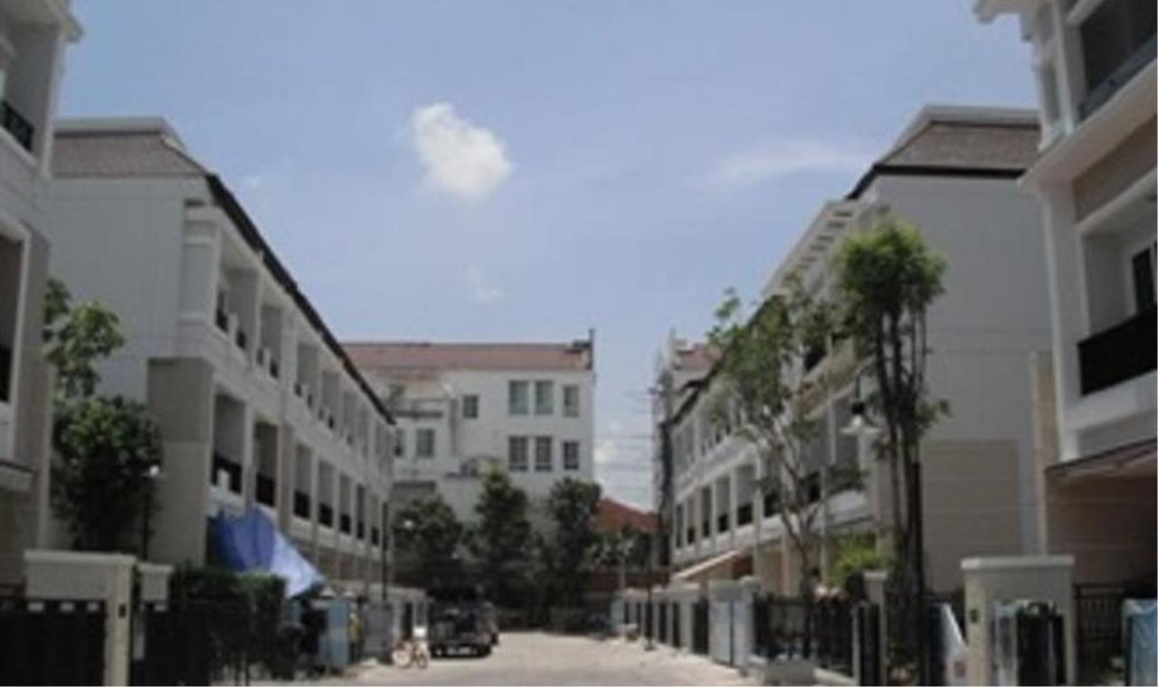 m2 Property Advisors Agency's Bann Klang Krung Sathorn  2