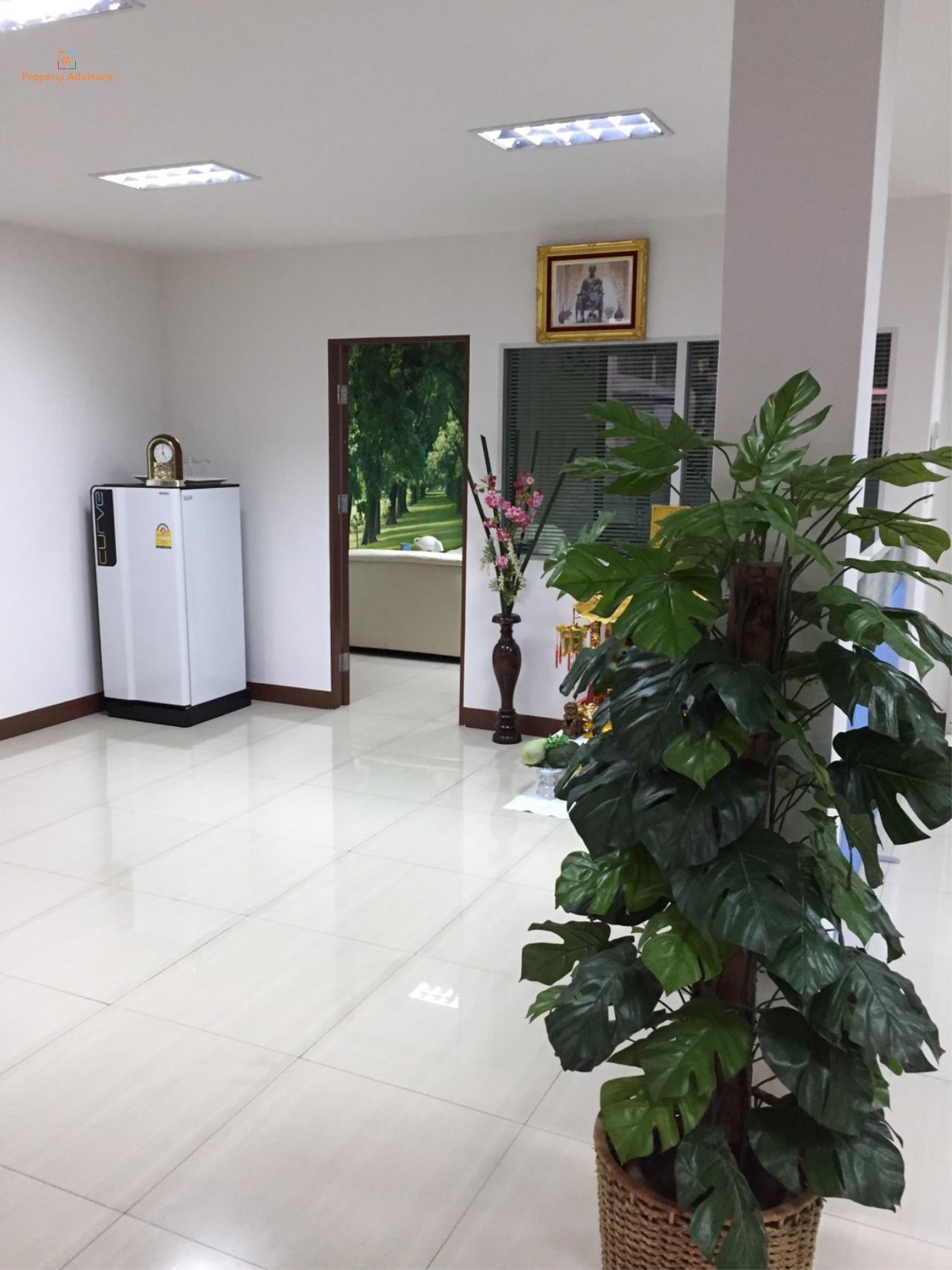 m2 Property Advisors Agency's Sathupradit soi 19 office building. 6