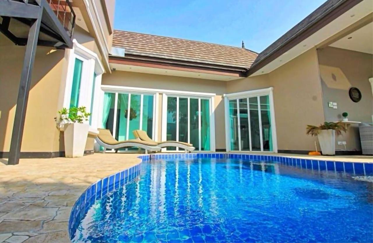 Agent - Housechaingmai Agency's The Private Pool/jacuzzi Villa for sale in Pattaya. 1.4 Km from Jomtien Beach.  1