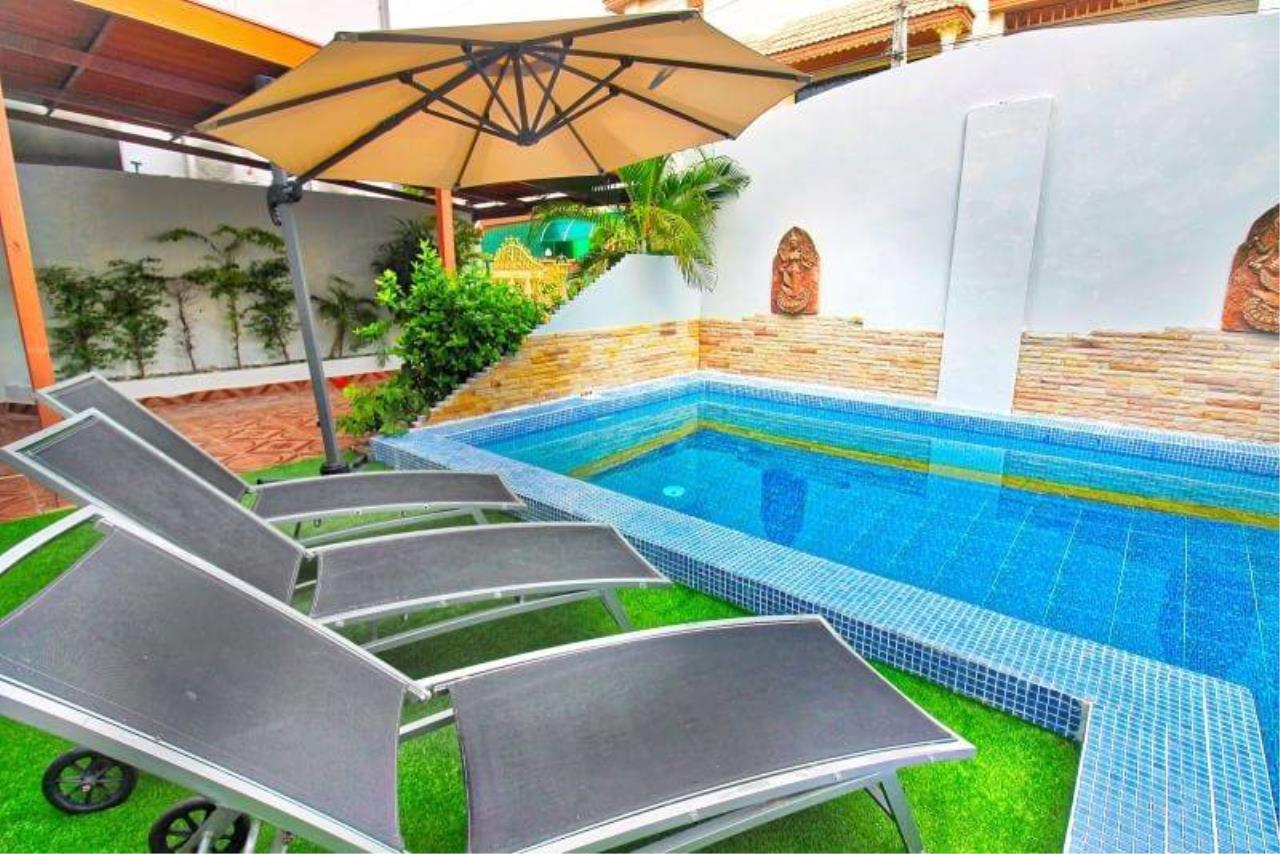 Agent - Housechaingmai Agency's The Private Pool/jacuzzi Villa for sale in Pattaya. 1.4 Km from Jomtien Beach.  2