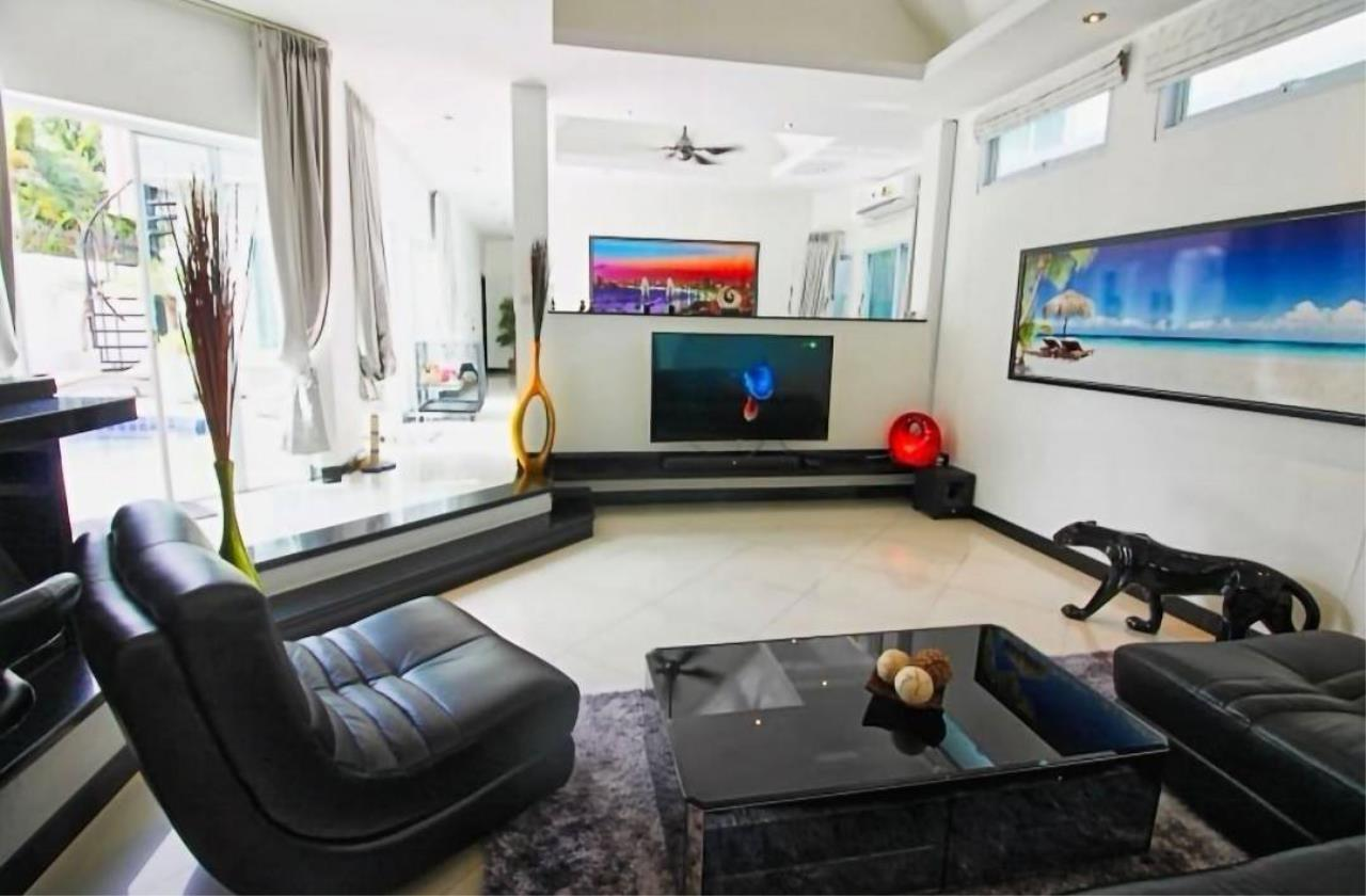 Agent - Housechaingmai Agency's The Private Pool/jacuzzi Villa for sale in Pattaya. 1.4 Km from Jomtien Beach. 3