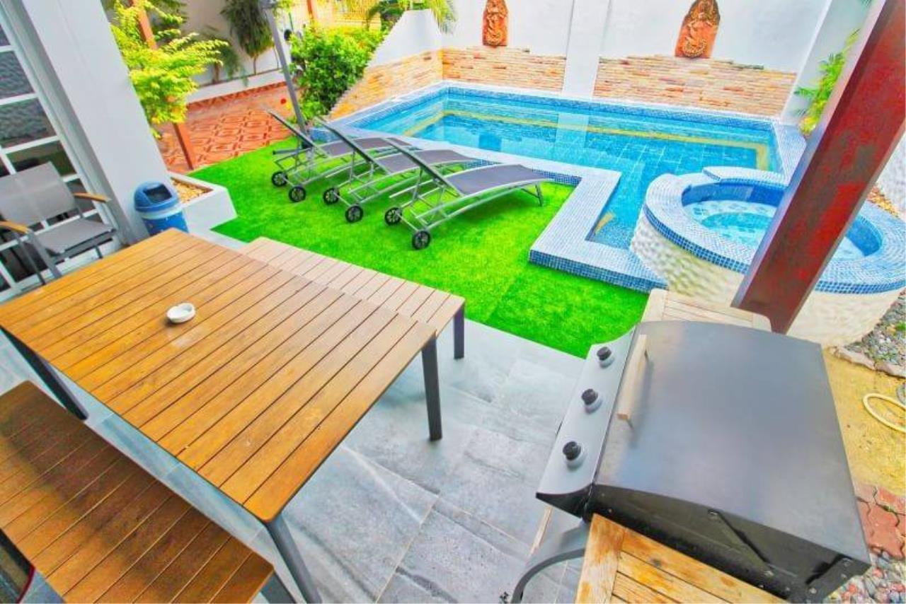 Agent - Housechaingmai Agency's The Private Pool/jacuzzi Villa for sale in Pattaya. 1.4 Km from Jomtien Beach.  12