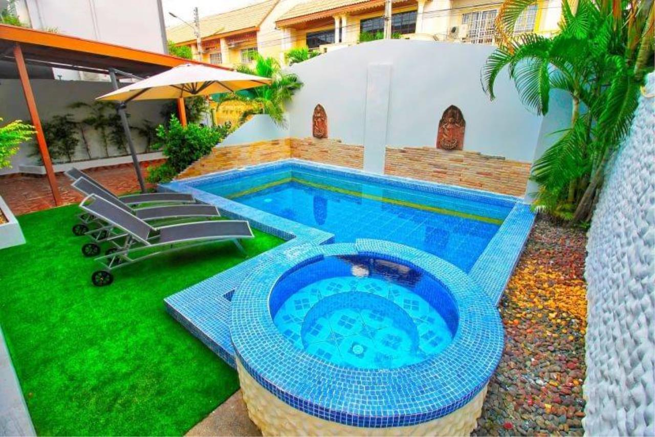 Agent - Housechaingmai Agency's The Private Pool/jacuzzi Villa for sale in Pattaya. 1.4 Km from Jomtien Beach. 13