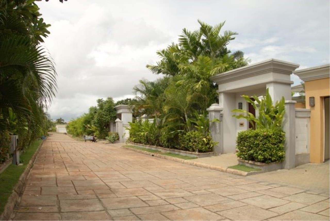Signature Realty ( Thailand ) Co Ltd Agency's 5 Bedroom Modern Pool Villa in Khao Talo - Pattaya 23