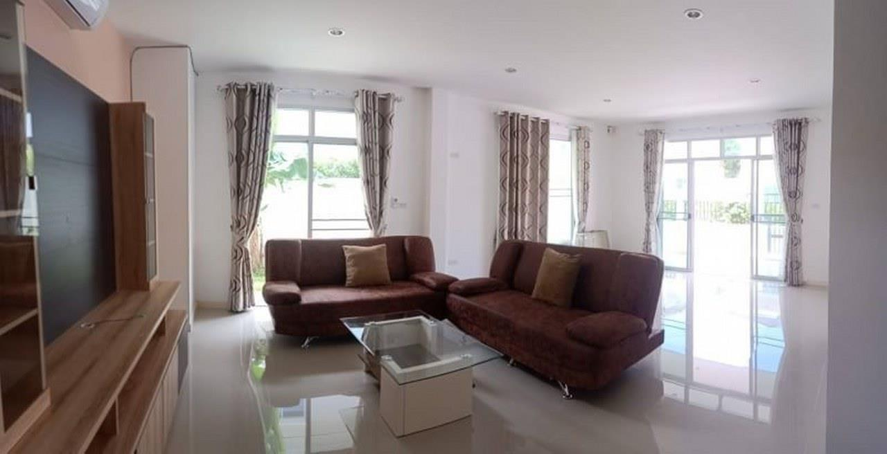 Signature Realty ( Thailand ) Co Ltd Agency's Luxury House 3BR for Rent  - The Residence 1