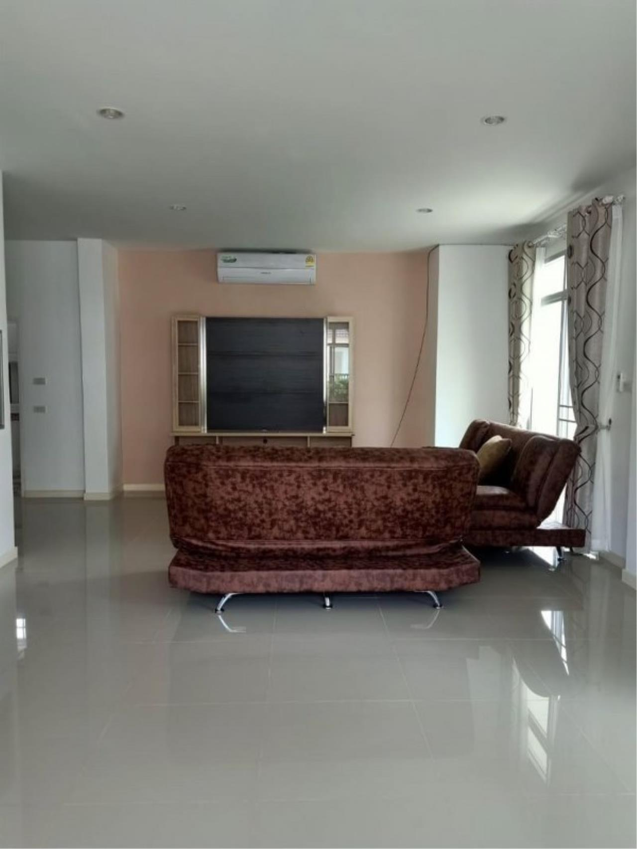 Signature Realty ( Thailand ) Co Ltd Agency's Luxury House 3BR for Rent  - The Residence 15
