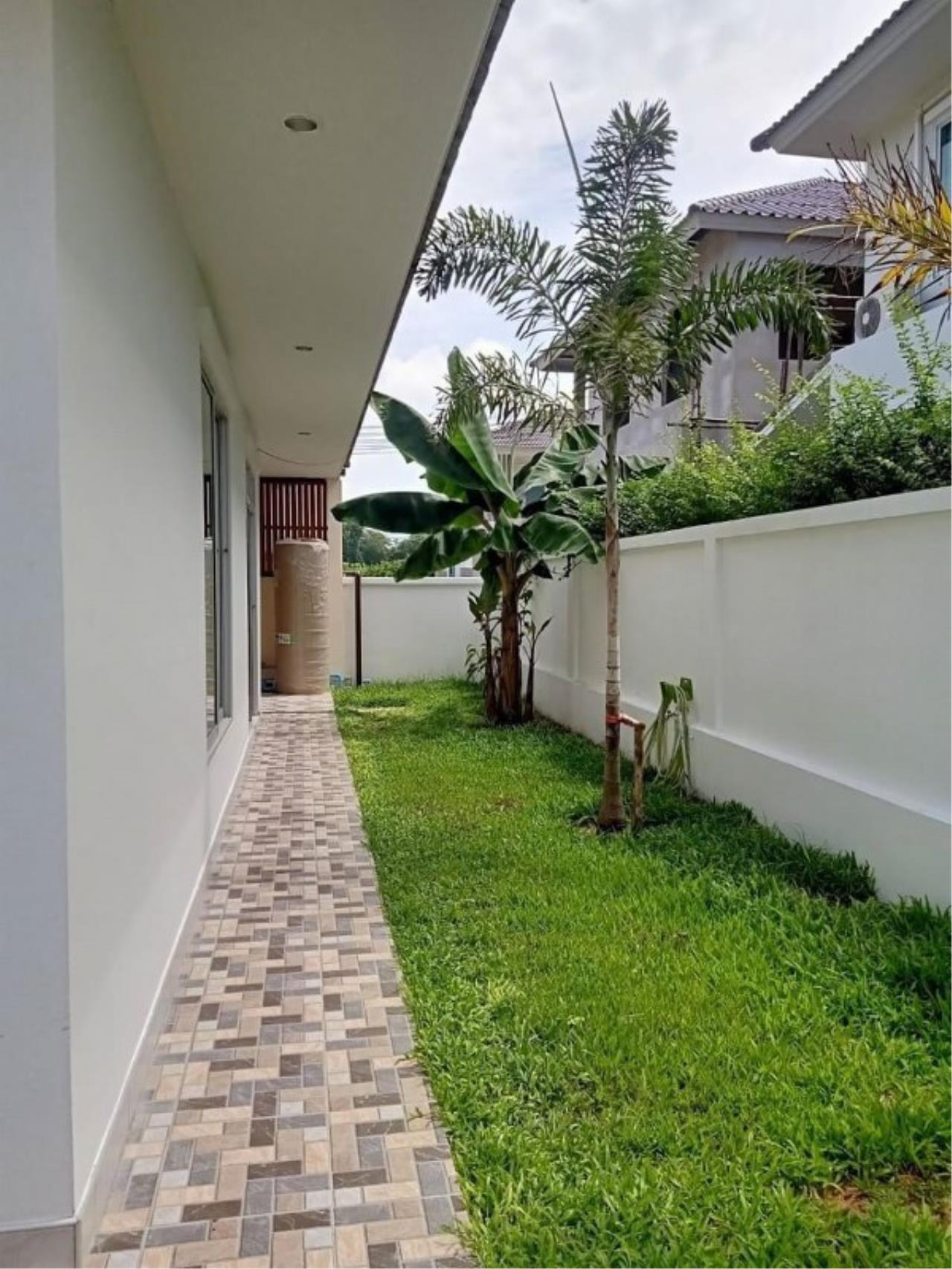 Signature Realty ( Thailand ) Co Ltd Agency's Luxury House 3BR for Rent  - The Residence 17