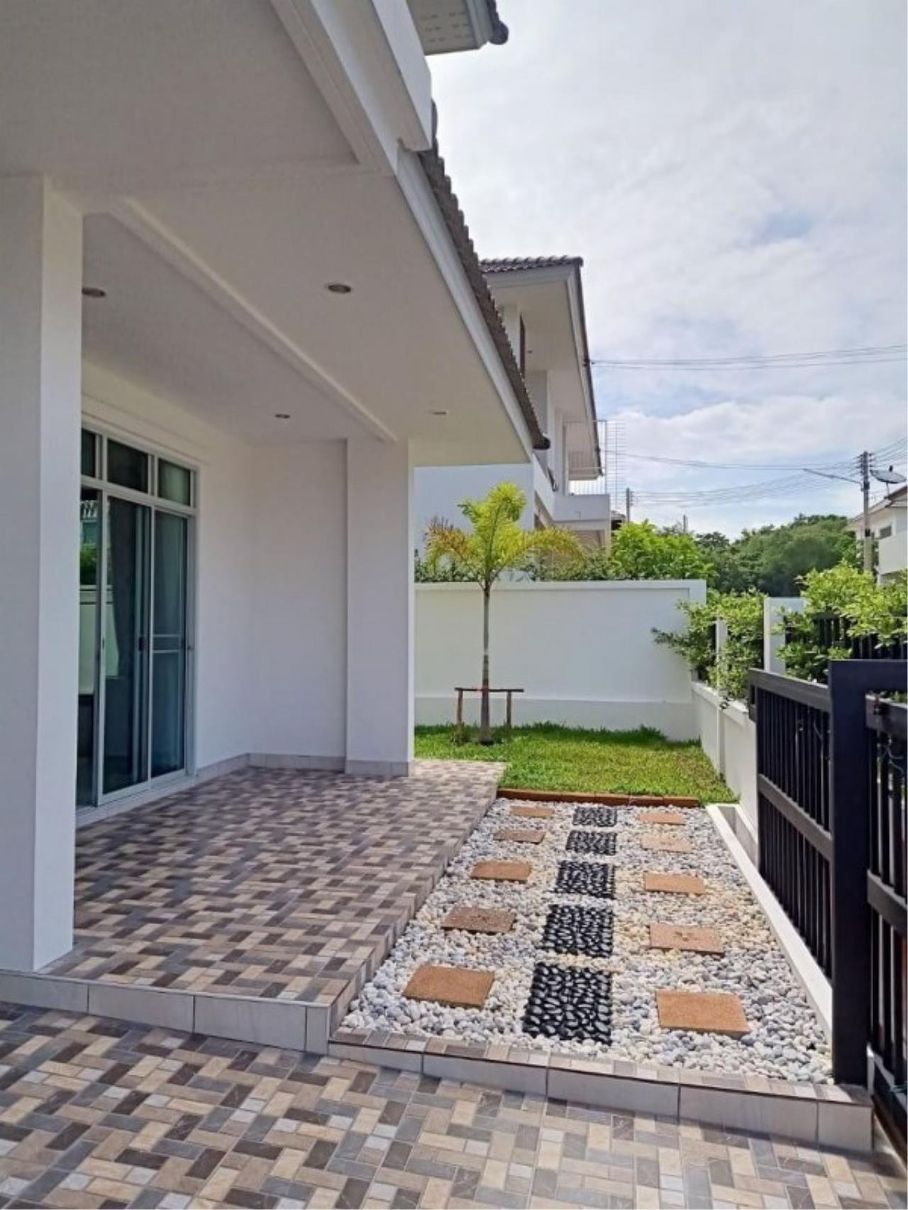 Signature Realty ( Thailand ) Co Ltd Agency's Luxury House 3BR for Rent  - The Residence 18