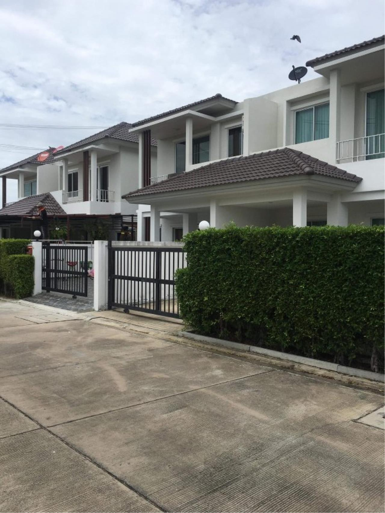 Signature Realty ( Thailand ) Co Ltd Agency's Luxury House 3BR for Rent  - The Residence 20