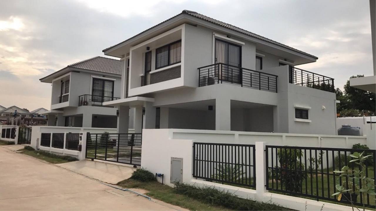 Signature Realty ( Thailand ) Co Ltd Agency's 3 Bedroom Villa for Sale -  Uraiwan Grand Villa C-35 3