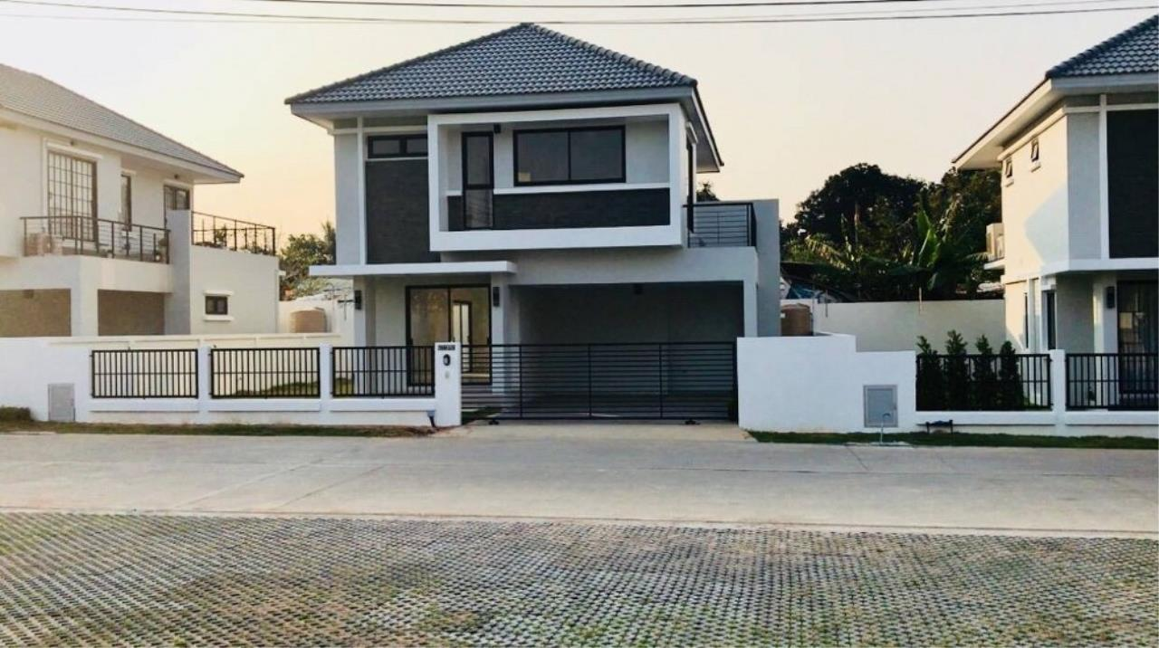 Signature Realty ( Thailand ) Co Ltd Agency's 3 Bedroom Villa for Sale -  Uraiwan Grand Villa C-35 1